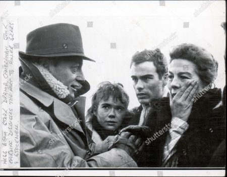 Jack Cardiff And Wendy Hiller - December 1959 Cameraman Jack Cardiff Discusses The Part Of Dame Wendy Hiller On Location With Dean Stockwell And Heather Sears . Jack Cardiff Died 22/4/2009