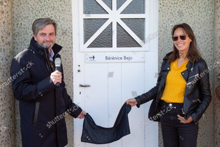 For this 32nd edition of the British film, Berenice Bejo in the company of the mayor of the city of Dinard (Arnaud Salmon) inaugurated a beach cabin to which the city of Dinard gave its name. The other members of the jury (Des Forests Jean, Haidara eye, Hamidi Mohamed, Laura smet, Oldfield Finnegan, Paul Webster) were also present at the beach of l'Écluse