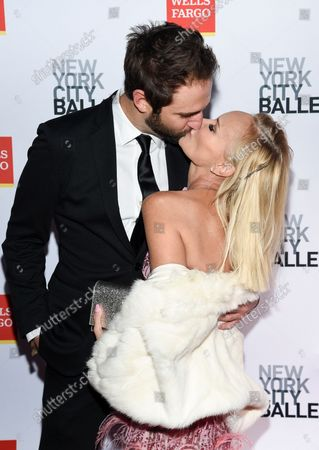 Actress Kristin Chenoweth, right, and boyfriend Josh Bryant share a kiss at the New York City Ballet Fall Fashion Gala at the David H. Koch Theater at Lincoln Center, in New York