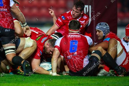 Rob Evans of Scarlets scores a try.