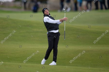 Danny Willett of England reacts to his shot on the 2nd hole during the final round of the Alfred Dunhill Links Championship on the Old Course, St Andrews; The Old Course, St Andrews Links, Fife, Scotland; European Tour, Alfred Dunhill Links Championship, Fourth round.
