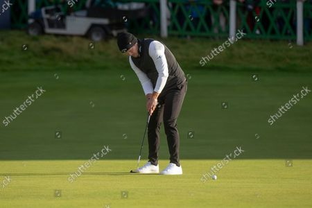 Danny Willett of England putts to win the Alfred Dunhill Links Championship on the Old Course, St Andrews; The Old Course, St Andrews Links, Fife, Scotland; European Tour, Alfred Dunhill Links Championship, Fourth round.