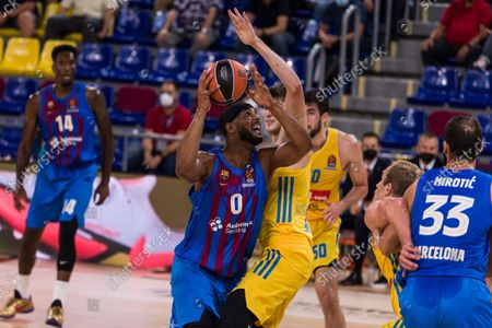 Brandon Davies of FC Barcelona competes with  Ben Lammers of Alba Berlin  during the Turkish Airlines EuroLeague match between FC Barcelona and Alba Berlin at Palau Blaugrana on October 01, 2021 in Barcelona, Spain.