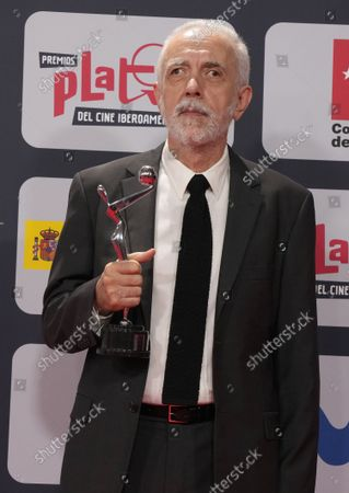 Stock Image of Spanish director Fernando Trueba poses with his Best Picture award during the red carpet event of the Platino Awards, Ibero-America's annual film awards, outside the Palacio Municipal de Congresos de Madrid, Spain