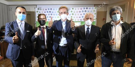 Stock Photo of The candidate Mayor of Naples, Gaetano Manfredi (C), who according the projections won the elections in the first round, celebrates with (L-R) Luigi Di Maio, Peppe Provenzano, Vincenzo De Luca and Roberto Fico inside of his headquarter, Naples, Italy, 04 October 2021. Rome, Milan, Naples, Turin and Bologna held municipal elections to elect new mayors and city councils on 03 and 04 October.