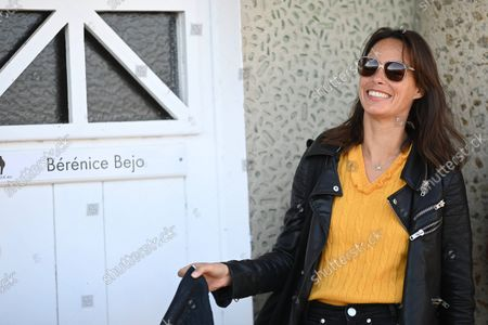 Berenice Bejo at the beach booth inauguration