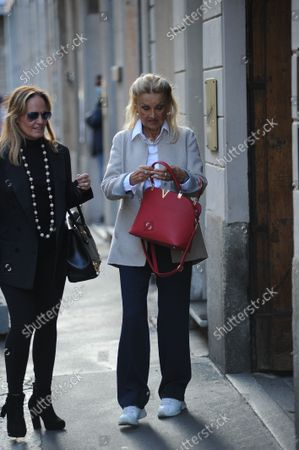 Stock Image of Barbara Bouchet strolls through the streets of the center with a friend, stopping to browse the windows of the boutiques of the quadrilateral.