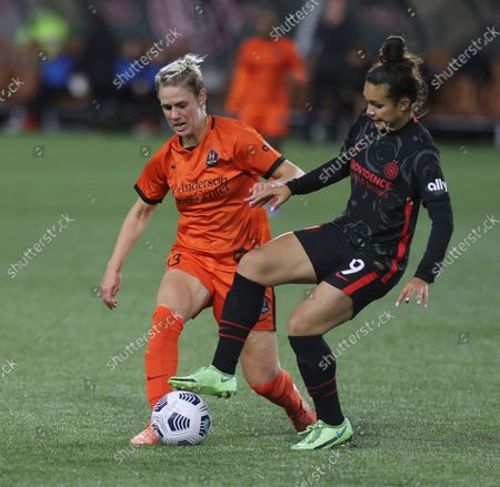 Portland Thorns forward Sophia Smith, right, and Houston Dash midfielder Sophie Schmidt, right, compete for the ball during the second half of an NWSL soccer match in Portland, Ore
