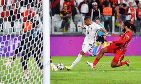 Jason Denayer (R) of Belgium in action against Kylian Mbappe of France during the UEFA Nations League semi final soccer match between Belgium and France in Turin, Italy, 07 October 2021.