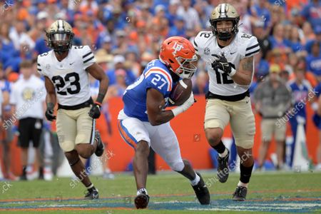 Florida running back Dameon Pierce (27) catches a pass in front of Vanderbilt cornerback Jaylen Mahoney (23) and linebacker Brayden DeVault-Smith (12) for a 61-yard touchdown play during the second half of an NCAA college football game, in Gainesville, Fla