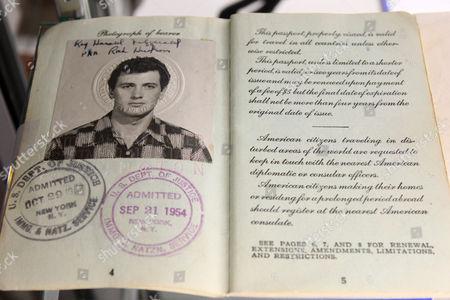 Rock Hudson pasport 1952-1954 (estimate: $800-1,200)