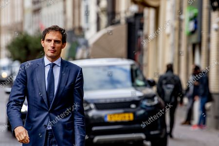Informants Johan Remkes and Wouter Koolmees receive the group chairmen Mark Rutte, Gert-jan Segers Wopke Hoekstra and Sigrid Kaag and secondaries from VVD Hermans, D66 Rob Jetten, CDA, and ChristenUnie Carola Schouten in the Logement. Remkes was already an informateur, Koolmees is temporarily giving up his job as Minister of Social Affairs and Employment.