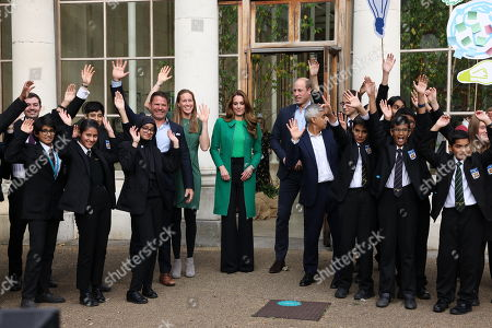 Stock Image of Prince William and Catherine Duchess of Cambridge, Steve Backshall, Helen Glover and Sadiq Khan visit Kew Gardens to take part in a Generation Earthshot event with children from The Heathlands School, Hounslow to generate big, bold ideas to repair the planet and to help spark a lasting enthusiasm for the natural world