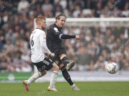 Stefan Johansen of QPR  and Harrison Reed of Fulham