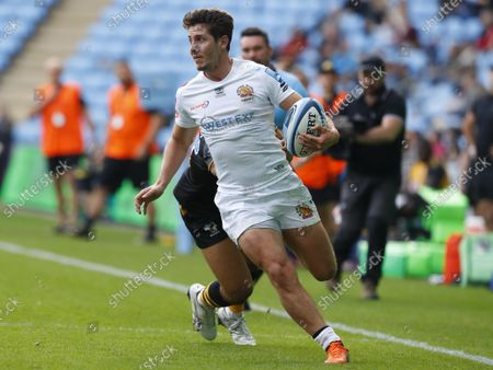 Stock Picture of Exeter Chiefs player Facundo Cordero breaks past Wasps player Marcus Watson to score the second try during the Gallagher Premiership Match between Wasps and Exeter Chiefs at the Coventry Building Society Arena, Coventry on October 16th  - PHOTO: Steve Bond/PPAUK