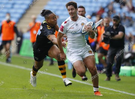 Exeter Chiefs player Facundo Cordero breaks past Wasps player Marcus Watson to score the second try during the Gallagher Premiership Match between Wasps and Exeter Chiefs at the Coventry Building Society Arena, Coventry on October 16th  - PHOTO: Steve Bond/PPAUK