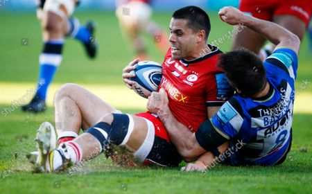 Josh Bayliss of Bath Rugby tackling Sean Maitland of the Saracens during the Gallagher Premiership Rugby Match between Bath Rugby and Saracens at the Recreation Ground on 17 Oct. Photo: Steve Haag/PPAUK