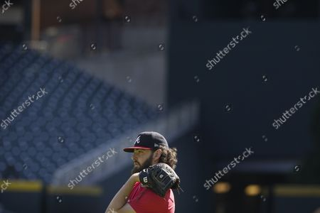 Atlanta Braves starting pitcher Ian Anderson (36) works out ahead of baseballs National League Championship Series against the Los Angeles Dodgers, in Atlanta