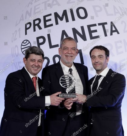 Stock Image of Spanish writers (L-R) Agustin Martinez, Jorge Diaz and Antonio Mercero pose with the prize after receiving the Planeta literary award for their novel 'La Bestia' (The Beast), during the 70th Planeta Literary Award ceremony in Barcelona, Spain, 15 October 2021.