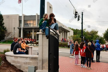 Parade viewers line Woodlawn during the Indiana University Homecoming Parade.Student Groups participate in the Indiana University (IU) Homecoming Parade. The parade began on 17th Street and Woodlawn.