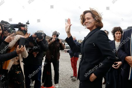 Sigourney Weaver attends the Dior show during Paris Fashion Week Womenswear Fall/Winter 2020/2021 on February 25, 2020 in Paris, France.