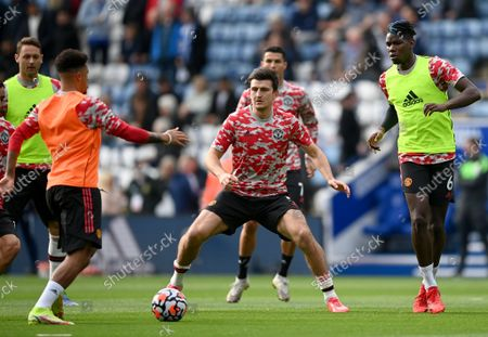 Harry Maguire (C) and Paul Pogba (R) of Manchester United warm up prior to the English Premier League match between Leicester City and Manchester United in Leicester, Britain, 16 October 2021.