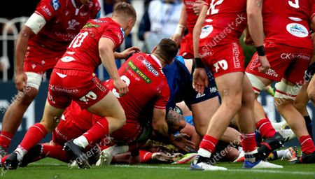 Leinster vs Scarlets. Leinster's Andrew Porter scores his side's second try of the game