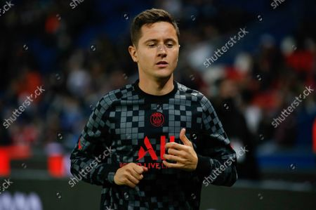 PSG's Spanish midfielder Ander Herrera warms up prior to the French L1 football match between Paris Saint-Germain (PSG) and SCO Angers at the Parc des Princes Stadium in Paris, FRANCE - 15/10/2021.