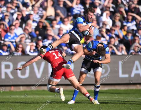 Stock Picture of Tom de Glanville of Bath catches the high kick under pressure from Sean Maitland of Saracens; The Recreation Ground, Bath, Somerset, England; Gallagher Premiership Rugby, Bath versus Saracens.