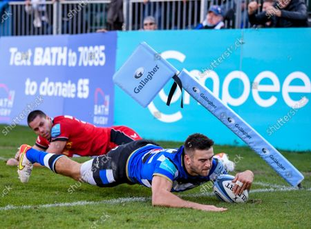 Will Muir of Bath scores a try under pressure from Sean Maitland of Saracens; The Recreation Ground, Bath, Somerset, England; Gallagher Premiership Rugby, Bath versus Saracens.