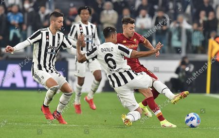 Juventus' Danilo (C) and Roma's Stephan El Shaarawy (R) in action during the Italian Serie A soccer match Juventus FC vs AS Roma at Allianz Stadium in Turin, Italy, 17 october 2021.