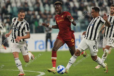 Danilo Luiz da Silva (Juventus FC) and Leonardo Bonucci (Juventus FC) vs Tammy Abraham (AS Roma)