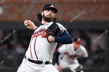Atlanta Braves starting pitcher Ian Anderson delivers a pitch during the first inning in the 2021 National League Championship Series against the Los Angeles Dodgers at Truist Park on Sunday, Oct. 17, 2021 in Atlanta, GA.(Wally Skalij / Los Angeles Times)