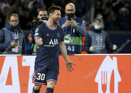 Lionel Messi of PSG celebrates his second goal