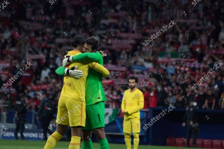 Virgil Van DIjk (L) hug Alison Beker (R) before the match. More than 55.000 people comes to see the match between Atlético de Madrid and Liverpool, Griezmann twice and Mohamed Salah two times too, makes the majority of the goals, for a match which the final score was 2 to 3 whit victory of Liverpool.