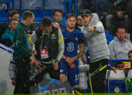 Thomas Tuchel Chelsea Manager gives instructions to substitute Saul Niguez of Chelsea