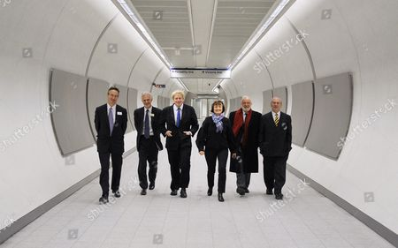 Mayor For London Boris Johnson And Minister For London Tessa Jowell Open The New Ticket Hall At King's Cross St. Pancras Station Today With L-r Richard Parry Md London Underground Mike Crabtree Project Sponsor Lu Boris Tessa Frank Dobson Mp And Transport Commisioner Peter Hendy (r)