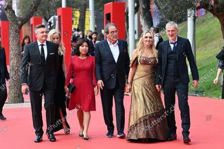 The director Igor Lopatonok with cast : director Oliver Stone with wife Sun-jung Jung (C), Vera Tomilova, Igor Kobzev producers, Carlo Siliotto composer