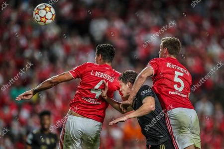Benfica players Jan Vertonghen (R) and Lucas Verissimo (L) in action with Bayern Munich player Benjamin Pavard during the UEFA Champion League group E soccer match between Benfica Lisbon and Bayern Munich, in Lisbon, Portugal, 20 October 2021.