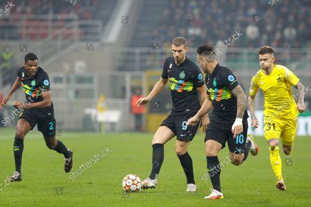 Italy, Milan, oct 19 2021: Edin Dzeko (Inter striker) pass shot in front court in the first half during football match FC INTER vs SHERIFF, UCL matchday3 , San Siro stadium