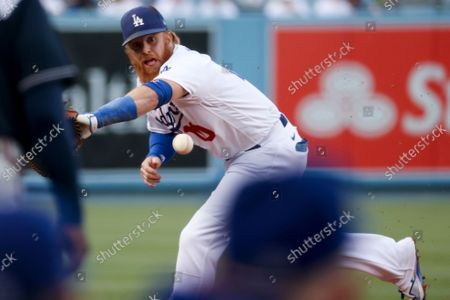 Stock Picture of Los Angeles Dodgers third baseman Justin Turner fields fields a hit by Atlanta Braves' Travis d'Arnaud during the second inning in game four in the 2021 National League Championship Series at Dodger Stadium on Wednesday, Oct. 20, 2021 in Los Angeles, CA. (Robert Gauthier / Los Angeles Times)