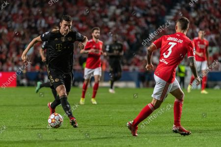 Benjamin Pavard (left) of FC Bayern Munich in action during the UEFA Champions League match between SL Benfica and FC Bayern Munich at Estadio da Luz stadium. Final score; SL Benfica 0:4 FC Bayern Munich.