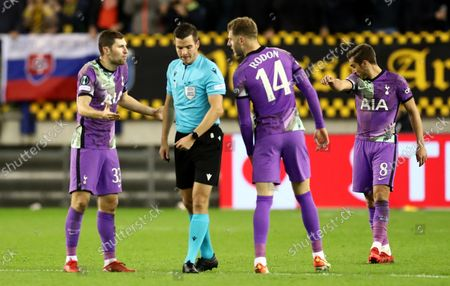 Joe Rodon and Ben Davies of Tottenham Hotspur speak with the referee after conceding the first goal.
