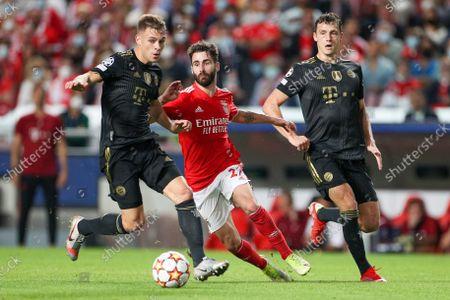Joshua Kimmich #6 (FC Bayern Munich), Rafa Silva #27 (Benfica Lisbon), Benjamin Pavard #5 (Bayern Munich)