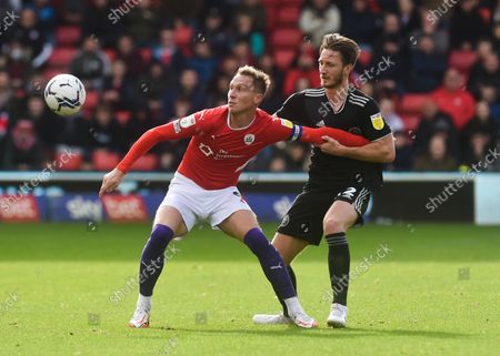 Cauley Woodrow of Barnsley and Ben Davies of Sheffield United