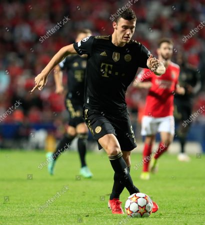 Stock Picture of Benjamin Pavard of Bayern München in action during the UEFA Champions League group E match between SL Benfica and Bayern Munchen at Estadio da Luz on October 20, 2021 in Lisbon, Portugal.  (Photo by Paulo Nascimento/NurPhoto)