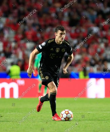 Benjamin Pavard of Bayern München in action during the UEFA Champions League group E match between SL Benfica and Bayern Munchen at Estadio da Luz on October 20, 2021 in Lisbon, Portugal.  (Photo by Paulo Nascimento/NurPhoto)
