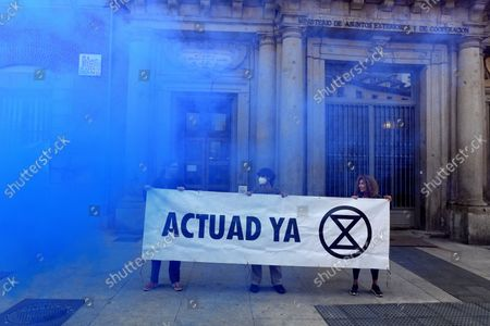 Extinction Rebellion activists chain themselves to fence in latest protest in the Ministry of Foreign affairs in Madrid on 21st October, 2021.