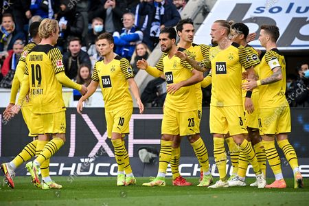 Dortmund's Emre Can (C) celebrates with his teammates after scoring the 1-0 lead from the penalty spot during the German Bundesliga soccer match between DSC Arminia Bielefeld and Borussia Dortmund in Bielefeld, Germany, 23 October 2021.