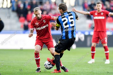 Antwerp's Ritchie De Laet and Club's Ruud Vormer fight for the ball during a soccer match between Royal Antwerp FC and Club Brugge KV, Sunday 24 October 2021 in Antwerp, on day 12 of the 2021-2022 'Jupiler Pro League' first division of the Belgian championship.